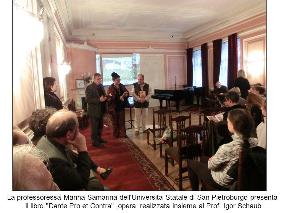 La professoressa Marina Samarina dell Università Statale di San Pietroburgo presenta