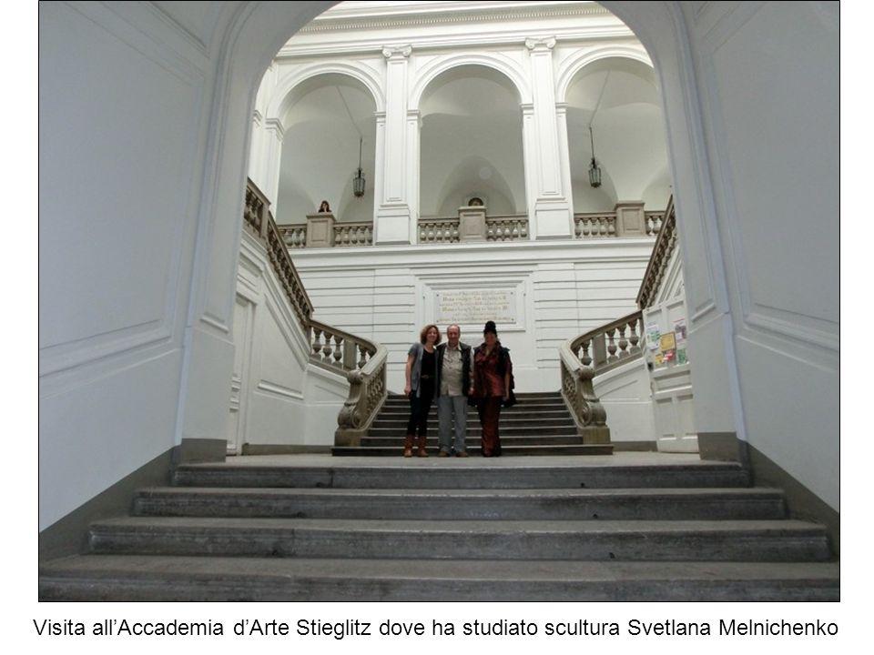 Visita all'Accademia d'Arte Stieglitz dove ha studiato scultura Svetlana Melnichenko