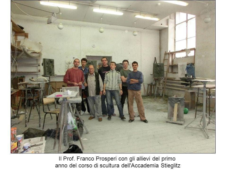 Il Prof. Franco Prosperi con gli allievi del primo
