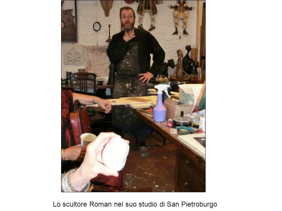 Lo scultore Roman nel suo studio di San Pietroburgo