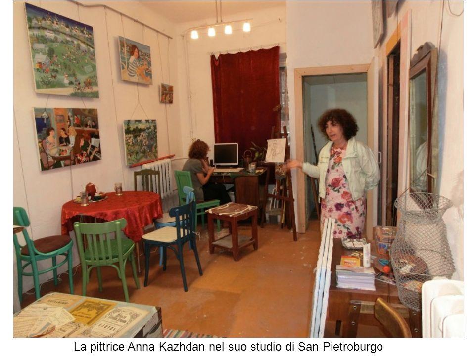 La pittrice Anna Kazhdan nel suo studio di San Pietroburgo