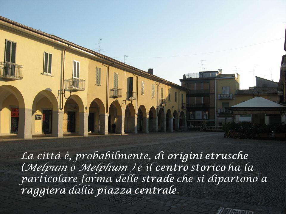 La città è, probabilmente, di origini etrusche (Melpum o Melphum ) e il centro storico ha la particolare forma delle strade che si dipartono a raggiera dalla piazza centrale.