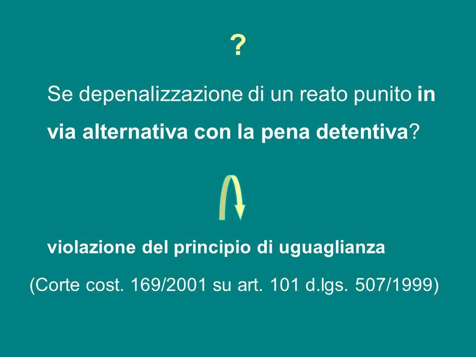 Se depenalizzazione di un reato punito in via alternativa con la pena detentiva violazione del principio di uguaglianza.