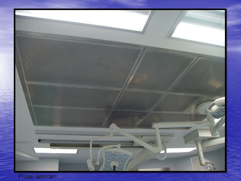 Al di sotto dei flussi laminari che permettono una riduzione delle infezioni attraverso un flusso unidirezionale che copre sia il campo operatorio che l'operatore diminuendo notevolmente la carica batterica presente nell'aria.