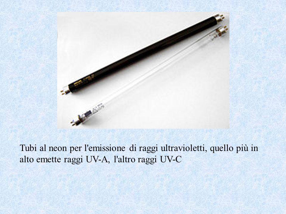 Tubi al neon per l emissione di raggi ultravioletti, quello più in alto emette raggi UV-A, l altro raggi UV-C