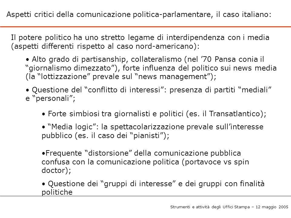 Forte simbiosi tra giornalisti e politici (es. il Transatlantico);