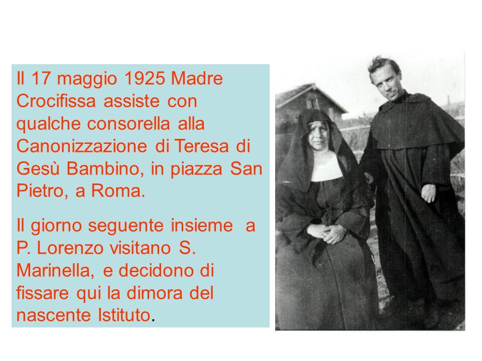Il 17 maggio 1925 Madre Crocifissa assiste con qualche consorella alla Canonizzazione di Teresa di Gesù Bambino, in piazza San Pietro, a Roma.