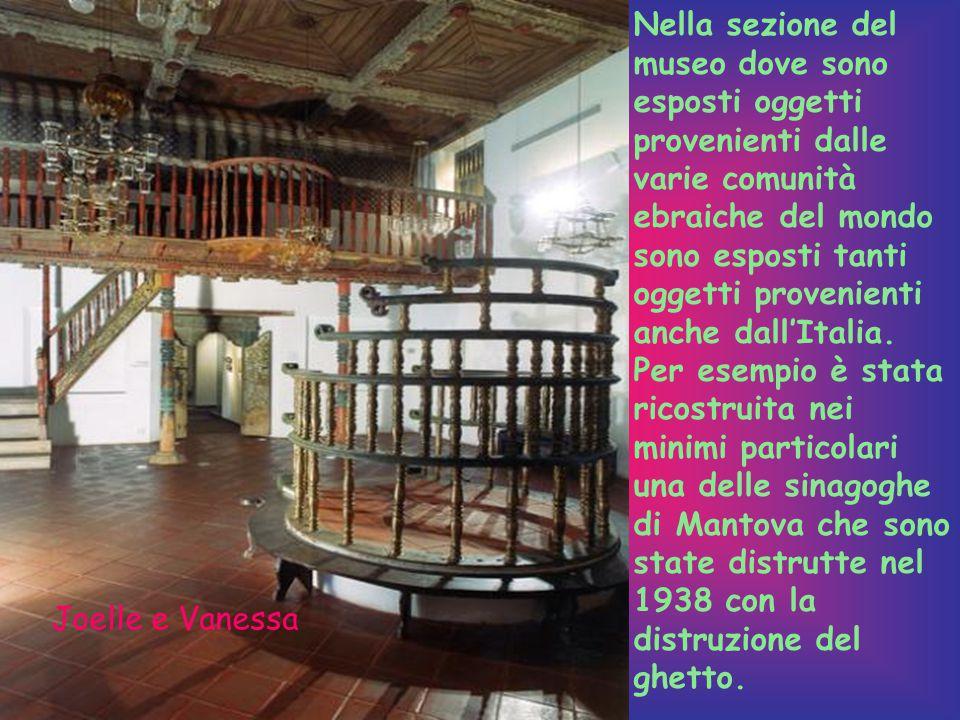 Nella sezione del museo dove sono esposti oggetti provenienti dalle varie comunità ebraiche del mondo sono esposti tanti oggetti provenienti anche dall'Italia.