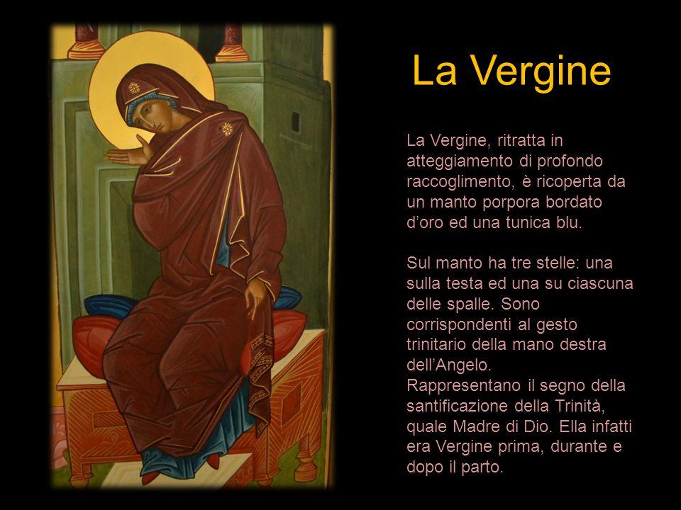 La Vergine La Vergine, ritratta in atteggiamento di profondo raccoglimento, è ricoperta da un manto porpora bordato d'oro ed una tunica blu.