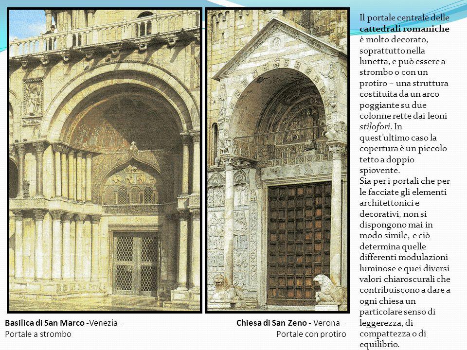 Il portale centrale delle cattedrali romaniche è molto decorato, soprattutto nella lunetta, e può essere a strombo o con un protiro – una struttura costituita da un arco poggiante su due colonne rette dai leoni stilofori. In quest'ultimo caso la copertura è un piccolo tetto a doppio spiovente.