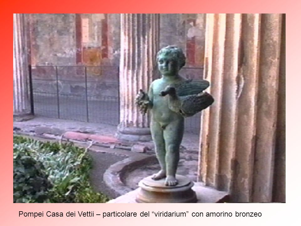 Pompei Casa dei Vettii – particolare del viridarium con amorino bronzeo