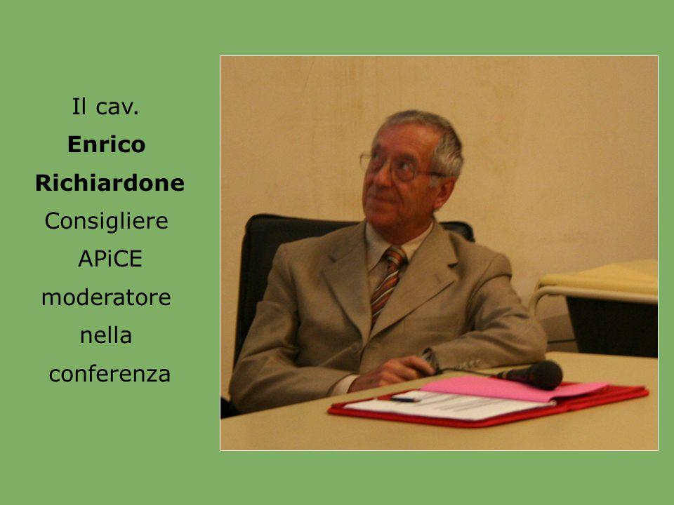 Il cav. Enrico Consigliere APiCE moderatore nella conferenza