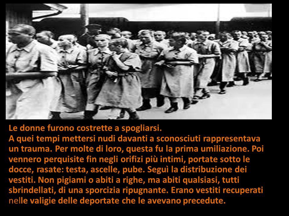 Le donne furono costrette a spogliarsi