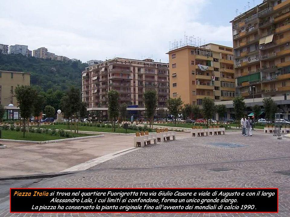Piazza Italia si trova nel quartiere Fuorigrotta tra via Giulio Cesare e viale di Augusto e con il largo Alessandro Lala, i cui limiti si confondono, forma un unico grande slargo.