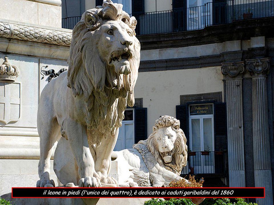 il leone in piedi (l unico dei quattro), è dedicato ai caduti garibaldini del 1860
