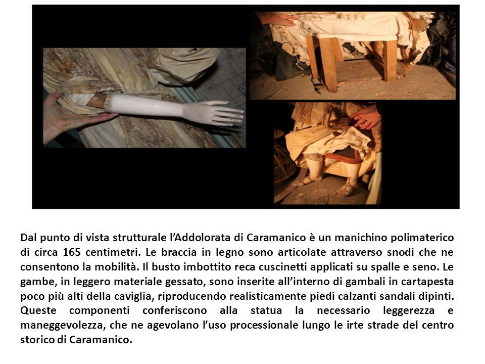 Dal punto di vista strutturale l'Addolorata di Caramanico è un manichino polimaterico di circa 165 centimetri.
