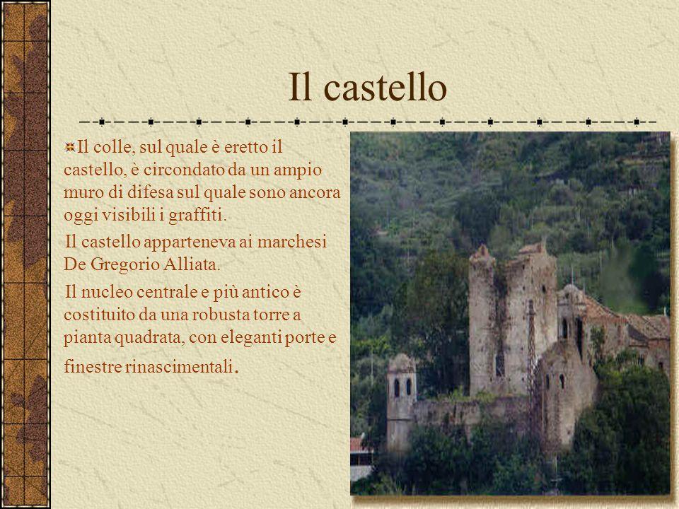 Il castello Il colle, sul quale è eretto il castello, è circondato da un ampio muro di difesa sul quale sono ancora oggi visibili i graffiti.