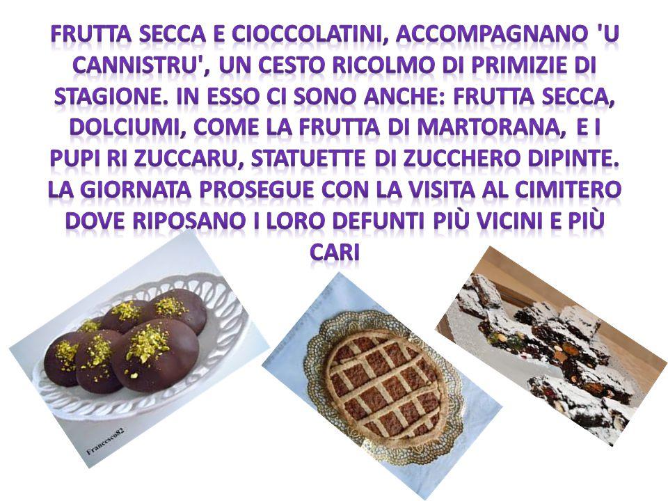 Frutta secca e cioccolatini, accompagnano U Cannistru , un cesto ricolmo di primizie di stagione.
