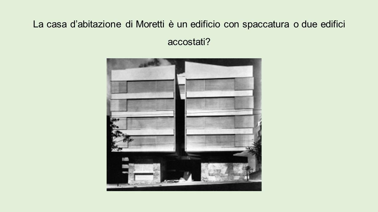 La casa d'abitazione di Moretti è un edificio con spaccatura o due edifici accostati