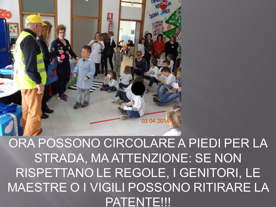 ORA POSSONO CIRCOLARE A PIEDI PER LA STRADA, MA ATTENZIONE: SE NON RISPETTANO LE REGOLE, I GENITORI, LE MAESTRE O I VIGILI POSSONO RITIRARE LA PATENTE!!!