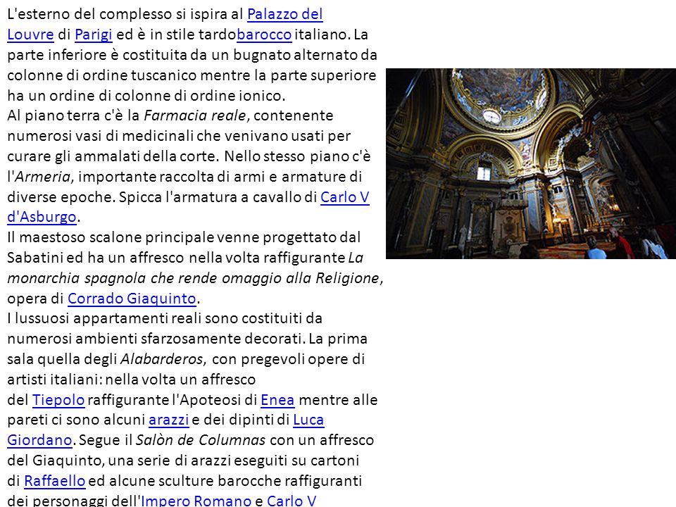 L esterno del complesso si ispira al Palazzo del Louvre di Parigi ed è in stile tardobarocco italiano. La parte inferiore è costituita da un bugnato alternato da colonne di ordine tuscanico mentre la parte superiore ha un ordine di colonne di ordine ionico.