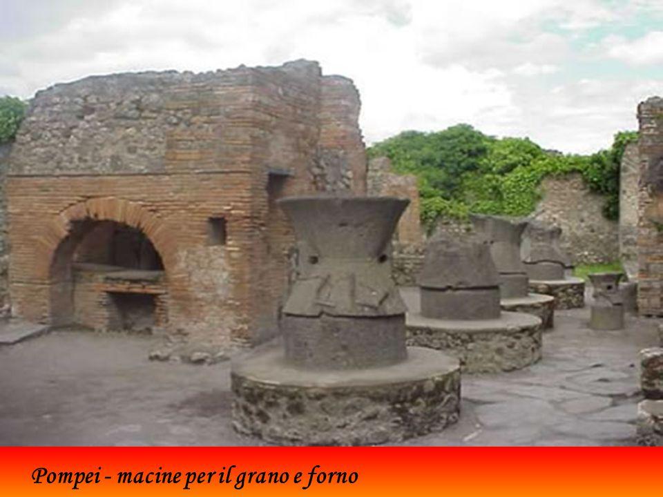Pompei - macine per il grano e forno