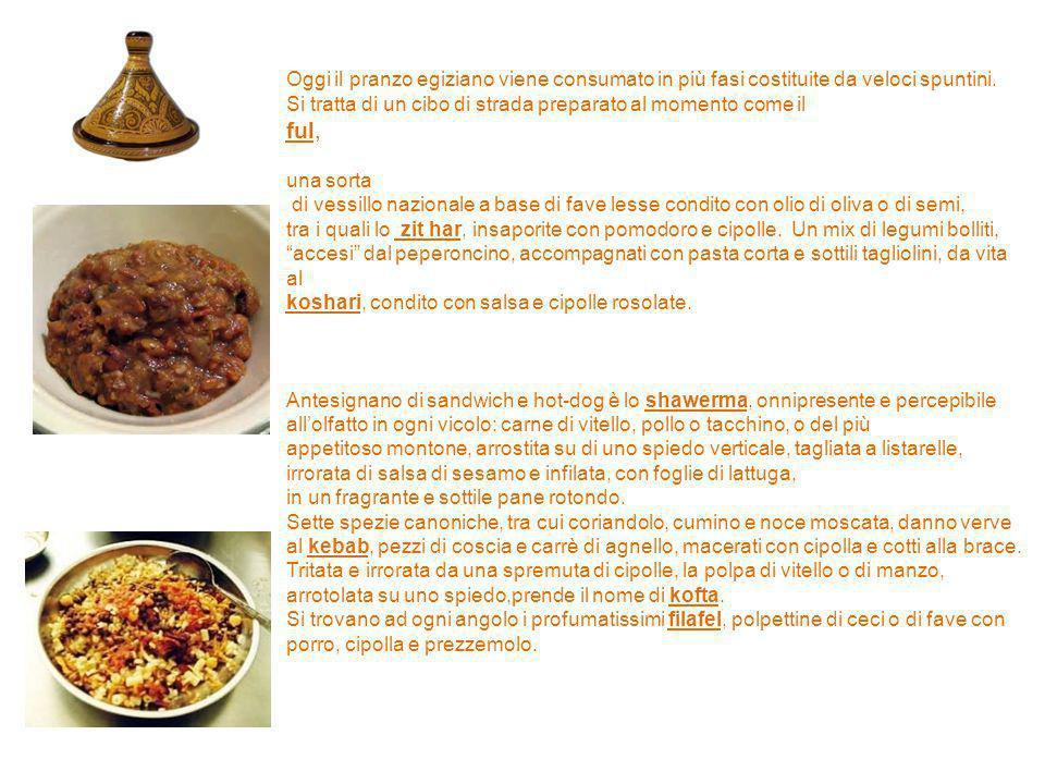 Oggi il pranzo egiziano viene consumato in più fasi costituite da veloci spuntini.