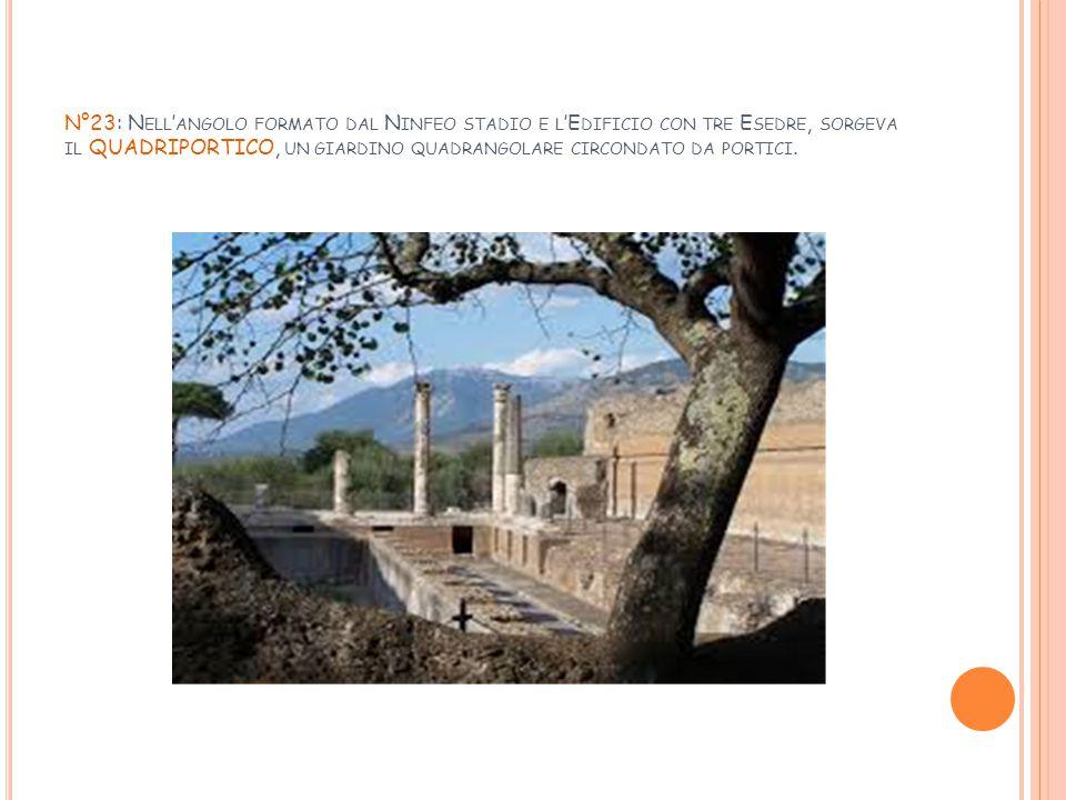N°23: Nell'angolo formato dal Ninfeo stadio e l'Edificio con tre Esedre, sorgeva il QUADRIPORTICO, un giardino quadrangolare circondato da portici.