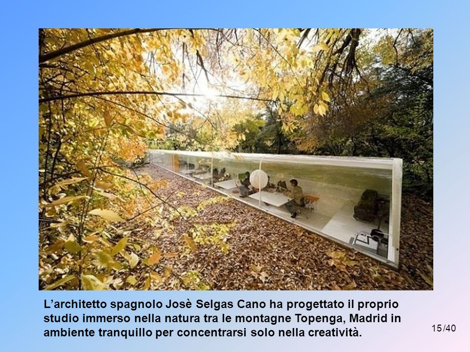 L'architetto spagnolo Josè Selgas Cano ha progettato il proprio studio immerso nella natura tra le montagne Topenga, Madrid in ambiente tranquillo per concentrarsi solo nella creatività.