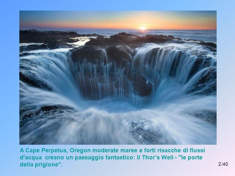 A Cape Perpetua, Oregon moderate maree e forti risacche di flussi d acqua creano un paesaggio fantastico: il Thor's Well - le porte della prigione .