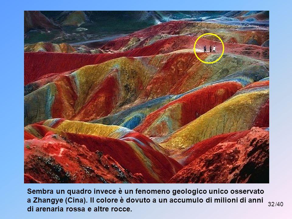 Sembra un quadro invece è un fenomeno geologico unico osservato a Zhangye (Cina). Il colore è dovuto a un accumulo di milioni di anni di arenaria rossa e altre rocce.