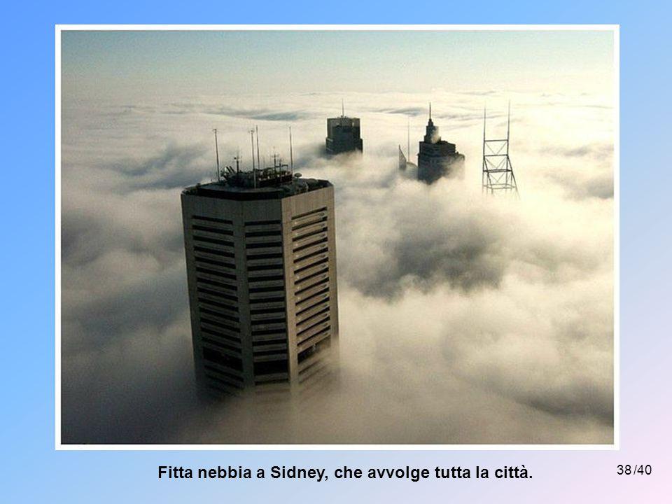 Fitta nebbia a Sidney, che avvolge tutta la città.