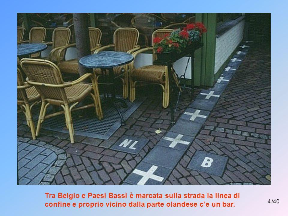 Tra Belgio e Paesi Bassi è marcata sulla strada la linea di confine e proprio vicino dalla parte olandese c'e un bar.