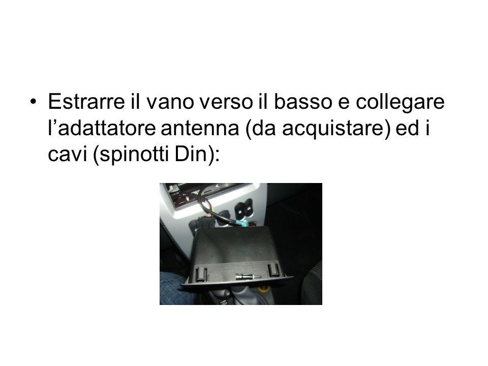 Estrarre il vano verso il basso e collegare l'adattatore antenna (da acquistare) ed i cavi (spinotti Din):