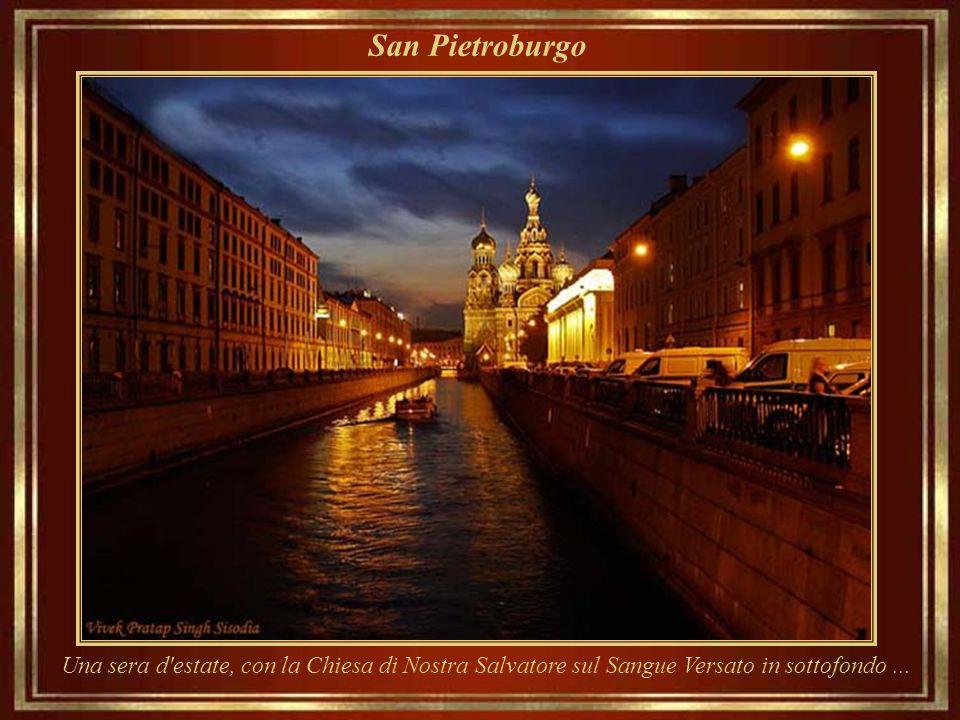 San Pietroburgo Una sera d estate, con la Chiesa di Nostra Salvatore sul Sangue Versato in sottofondo ...