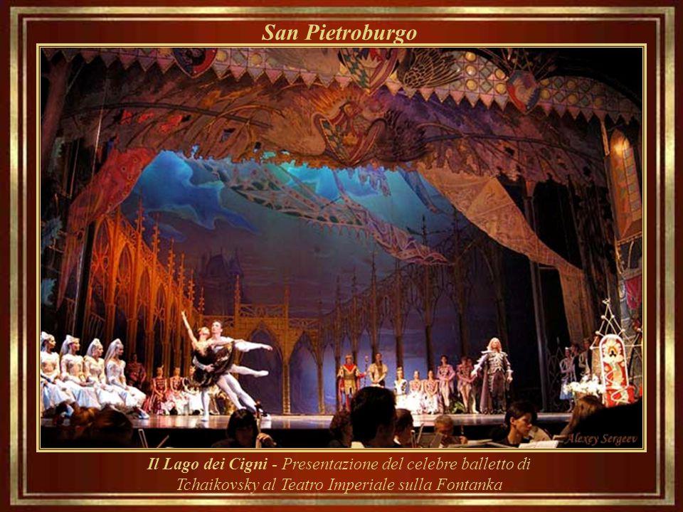 San Pietroburgo Il Lago dei Cigni - Presentazione del celebre balletto di Tchaikovsky al Teatro Imperiale sulla Fontanka.