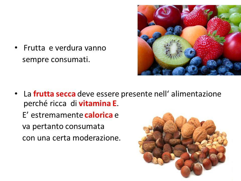 Frutta e verdura vanno sempre consumati. La frutta secca deve essere presente nell' alimentazione perché ricca di vitamina E.