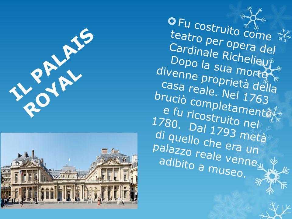 Fu costruito come teatro per opera del Cardinale Richelieu