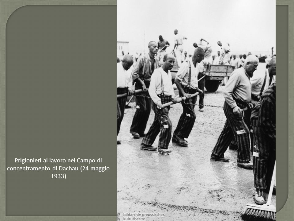 Prigionieri al lavoro nel Campo di concentramento di Dachau (24 maggio 1933)