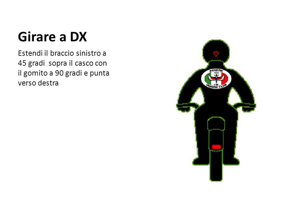 Girare a DX Estendi il braccio sinistro a 45 gradi sopra il casco con il gomito a 90 gradi e punta verso destra.
