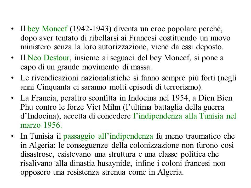 Il bey Moncef (1942-1943) diventa un eroe popolare perché, dopo aver tentato di ribellarsi ai Francesi costituendo un nuovo ministero senza la loro autorizzazione, viene da essi deposto.