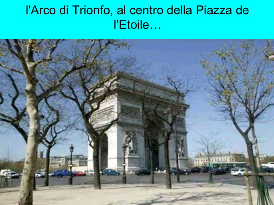 l Arco di Trionfo, al centro della Piazza de l Etoile…