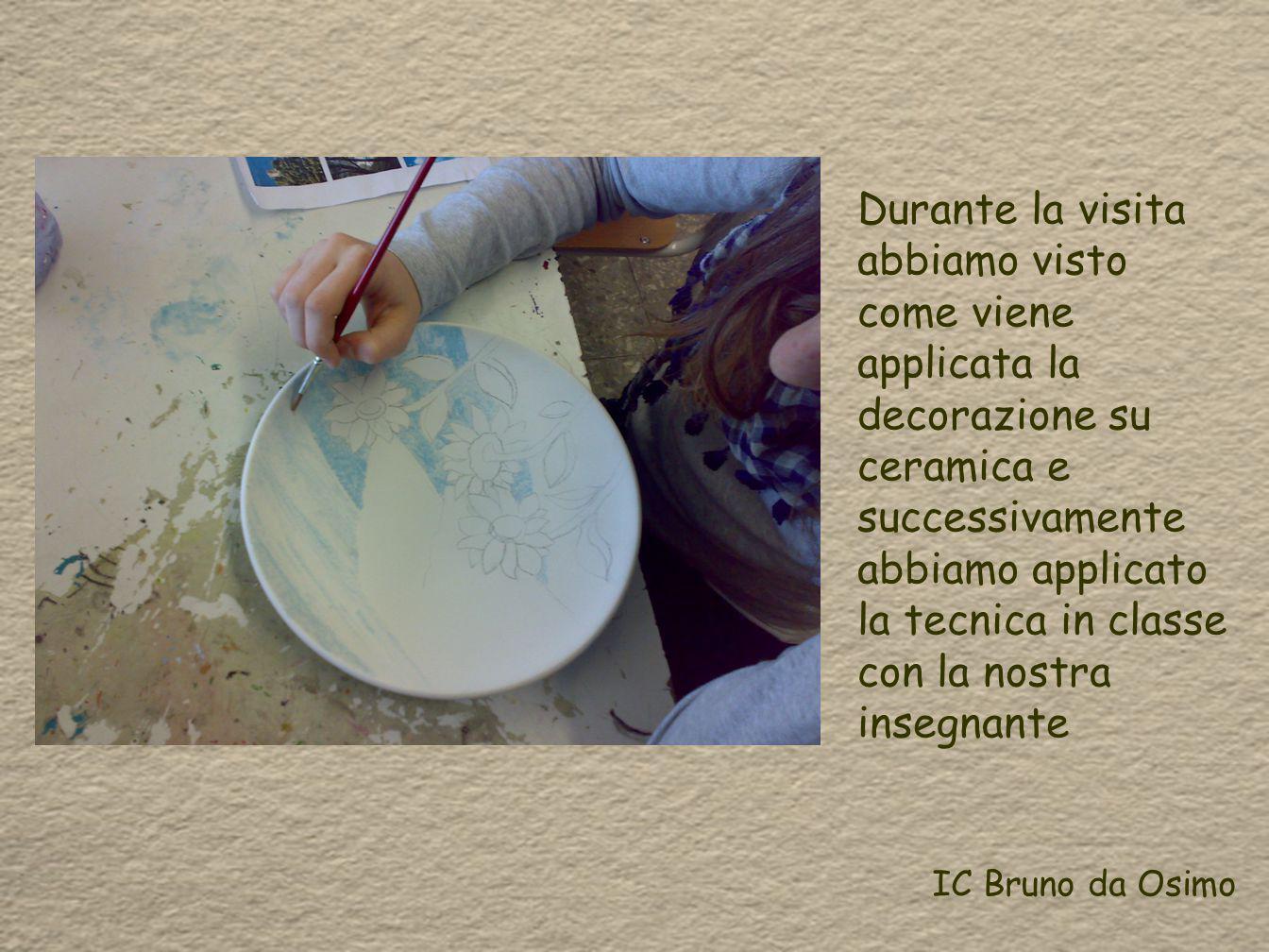 Durante la visita abbiamo visto come viene applicata la decorazione su ceramica e successivamente abbiamo applicato la tecnica in classe con la nostra insegnante