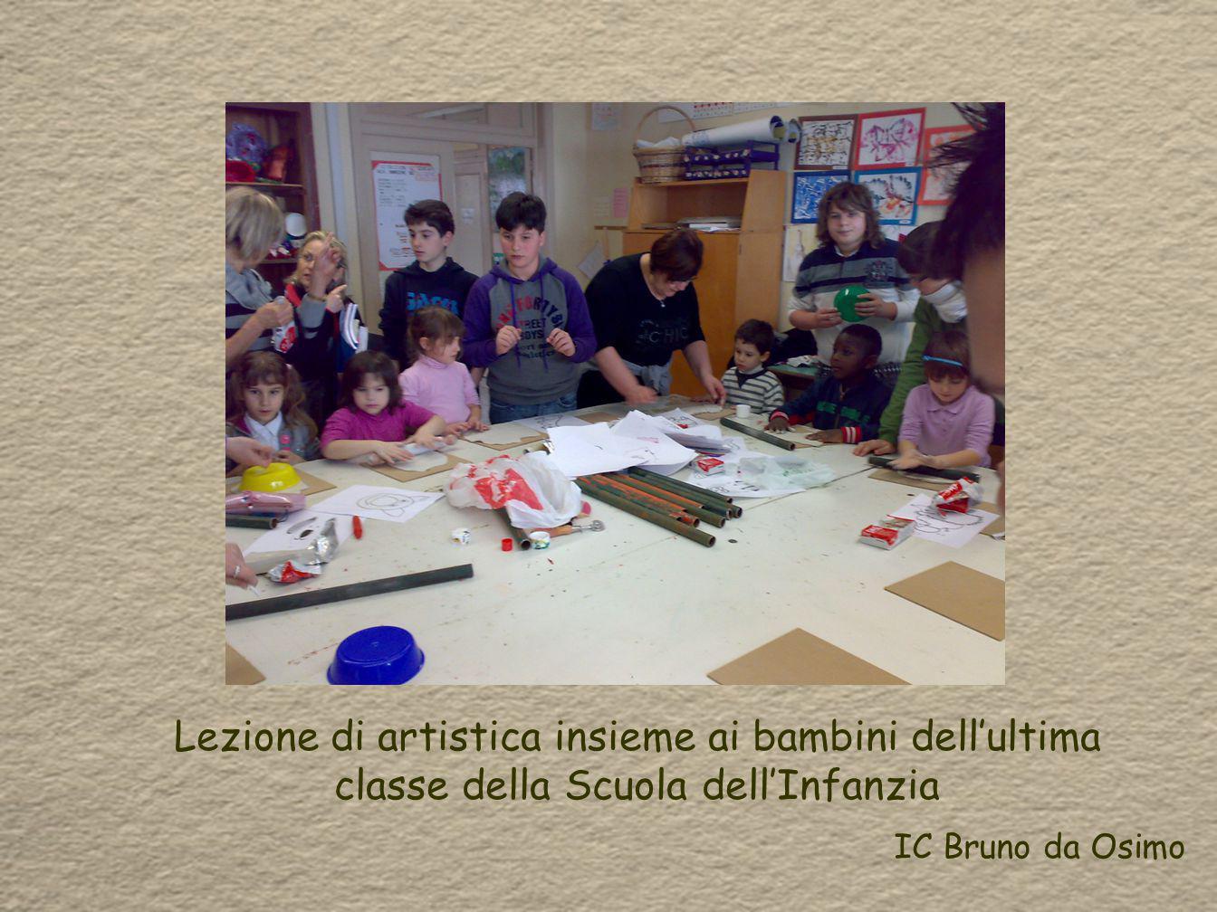 Lezione di artistica insieme ai bambini dell'ultima classe della Scuola dell'Infanzia