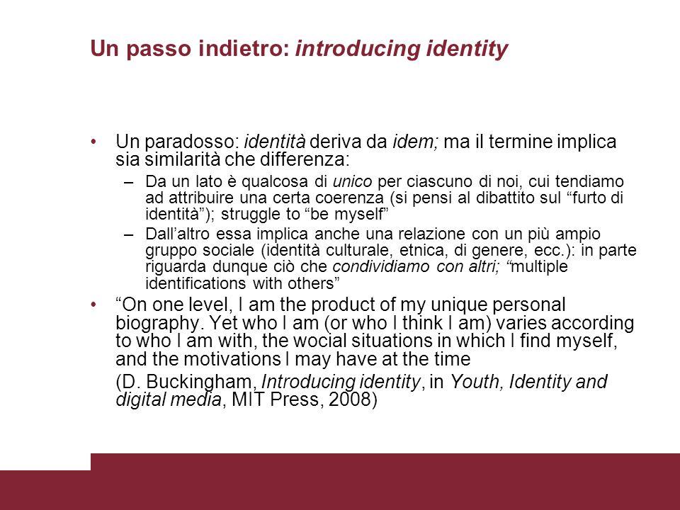 Un passo indietro: introducing identity