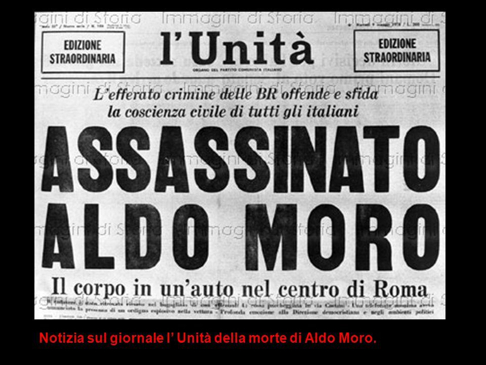 Notizia sul giornale l' Unità della morte di Aldo Moro.