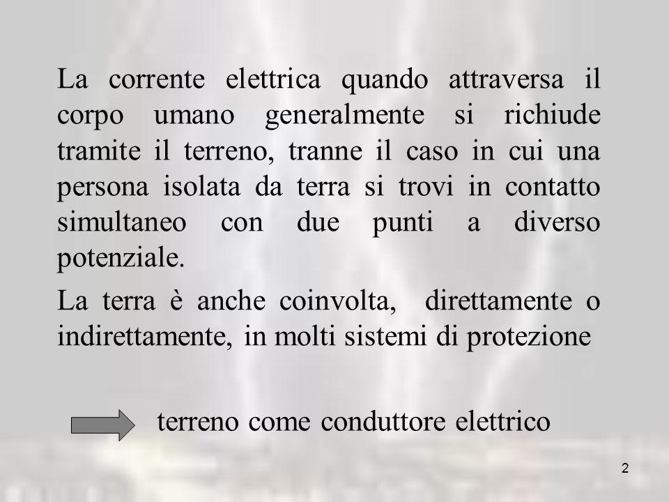 La corrente elettrica quando attraversa il corpo umano generalmente si richiude tramite il terreno, tranne il caso in cui una persona isolata da terra si trovi in contatto simultaneo con due punti a diverso potenziale.