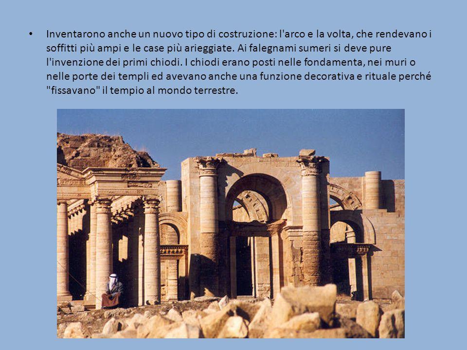 Inventarono anche un nuovo tipo di costruzione: l arco e la volta, che rendevano i soffitti più ampi e le case più arieggiate.