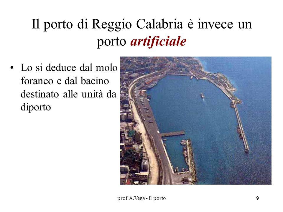 Il porto di Reggio Calabria è invece un porto artificiale