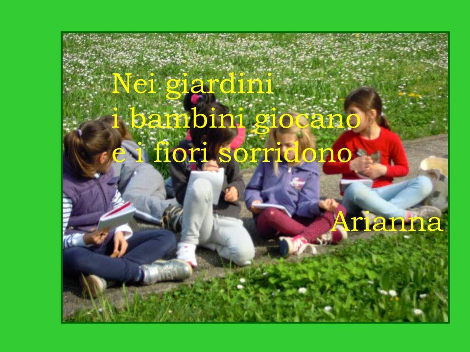 Nei giardini i bambini giocano e i fiori sorridono Arianna